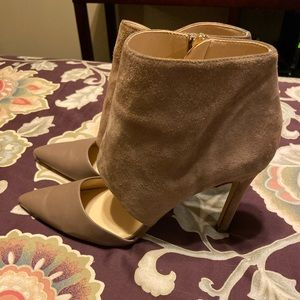 Tan suede and leather Banana Republic pump!